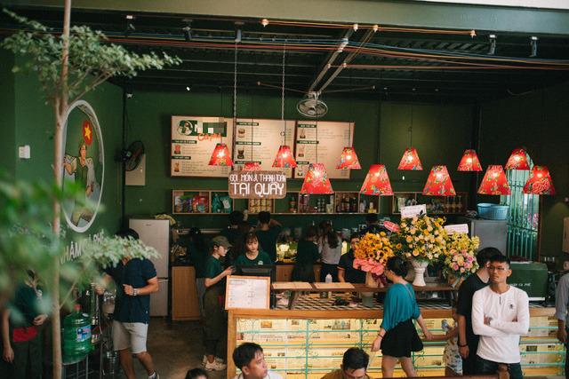Phong cách của Nh... Cà Phê (Đà Nẵng) khiến nhiều người tưởng đây là anh em cùng nhà với Cộng Cà Phê.