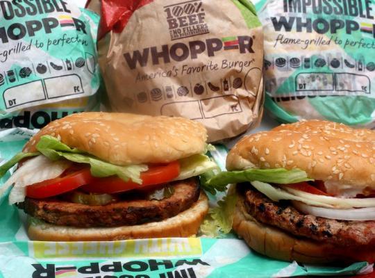Starbucks; McDonald's; Burger King, … đón đầu xu hướng sử dụng thịt chay