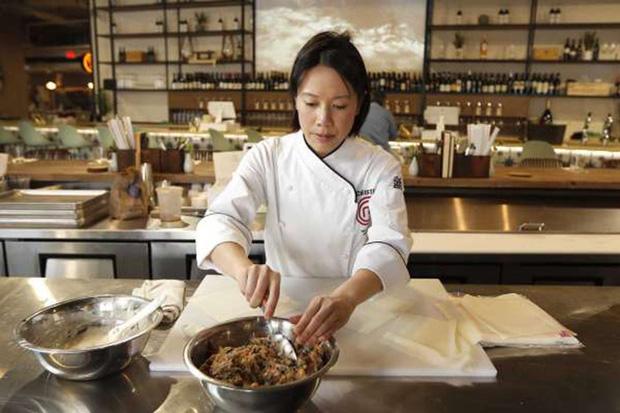 """Món """"bánh táo rác rưởi"""" trong menu nhà hàng của Vua đầu bếp Christine Hà được cư dân mạng chia sẻ rầm rộ và câu chuyện đặc biệt phía sau FnB Việt Nam"""