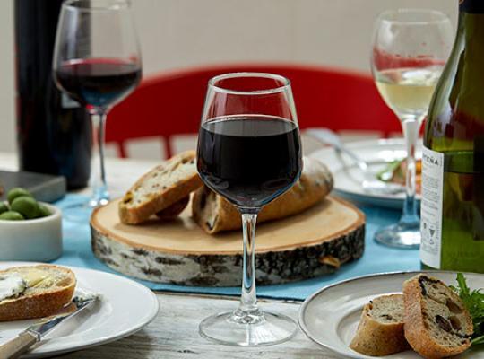 Những nghi thức dùng các loại đồ uống trong bàn tiệc